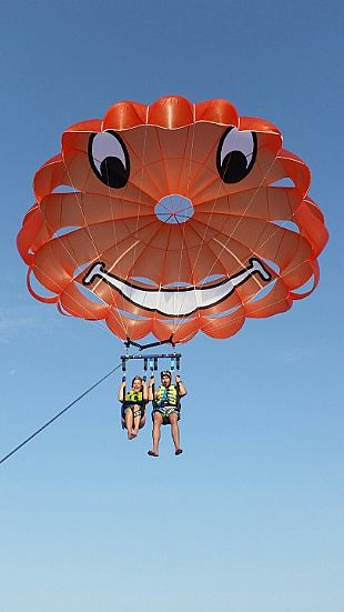 parasailing 2 persons